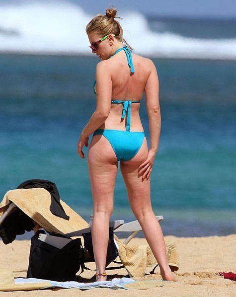 real Scarlett Johansson beach bikini body